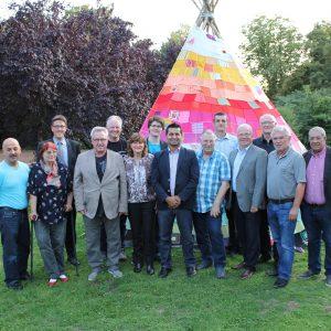 Der frisch gewählte Vorstand der AG mit dem Vorsitzenden Halis Erkis (Bildmitte)