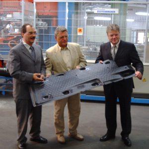 MdB Dr. Hans-Ulrich Krüger mit GBR Vorsitzenden Uwe Kleindienst und Werksleiter Wolfgang Boschert